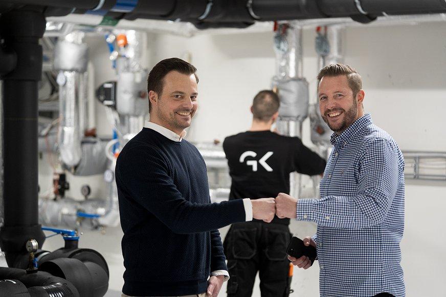 """Nicolai Hodne i GK med Tobias Hofsøy fra organisasjonen """"Sammen for livet"""""""