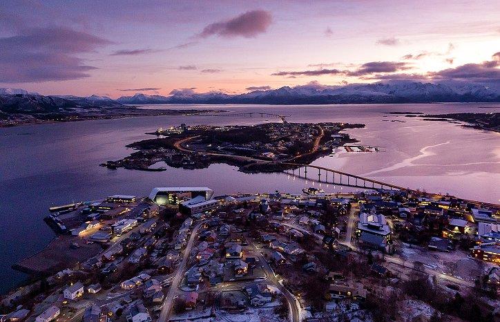 Bilde over Stokmarknes og Hurtigrutemuseet i desember 2020. Foto: Nordfra.no / Kolbjørn Hoseth Larssen